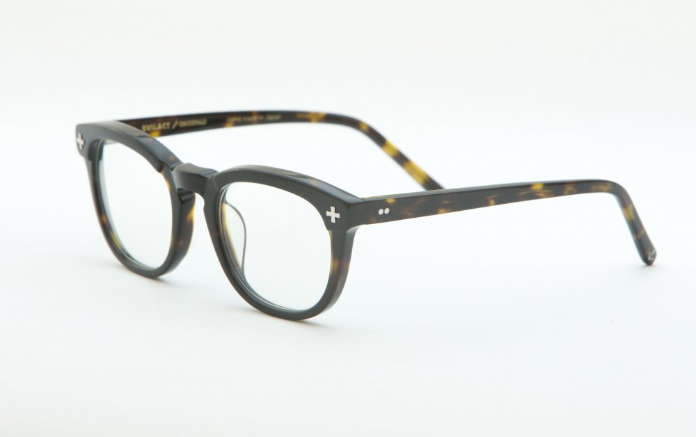 YALE � black×black shell frame / dimming lens