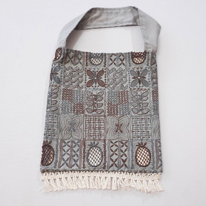 アンティパスト 刺繍スモールバッグ#グレー