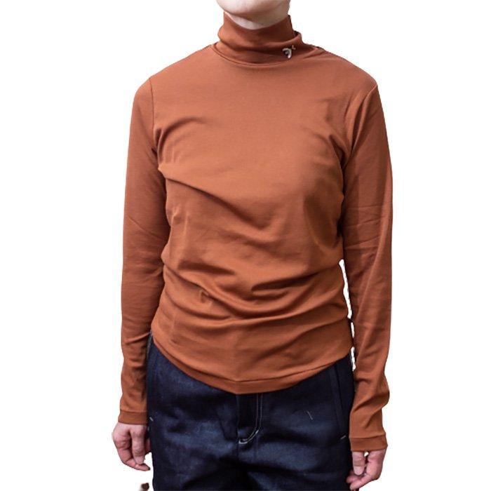 アンティパスト 蜂付きハイネックTシャツ  #CAMEL