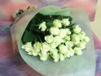 1本150円お好きな本数で・・・白バラの花束