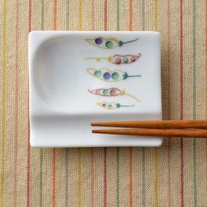 Shinzi katoh シンジカトウ まめの立体感あるデザインがお洒落可愛い。陶器の小皿<br> Joy Mart ジョイマートシリーズ おもてなしレスト まめ柄