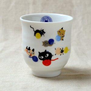 Shinzi katoh シンジカトウ 毛糸のボールで遊ぶ猫達 アニーブンキャッツシリーズ  UN 湯呑 ゆのみ B