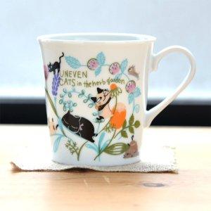 Shinzi katoh シンジカトウ デザイン 草花の中で遊ぶ猫たちが可愛いマグカップ <br>アニーブンキャッツ シリーズ UN マグカップFLOWER  日本製 美濃焼