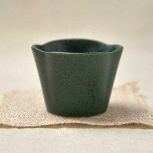 縁起のいい松・竹・梅の松をイメージした小鉢<br>No.245  松形小鉢 緑水晶 美濃焼 90cc
