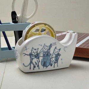 シンジカトウ デザイン 弦楽器を猫たちトリオで演奏 紺色の猫のデザインが可愛い<br>ユーモレスクシリーズ  HU陶器のテープカッター (Humoresque series Tape cutter)