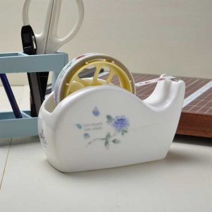 Shinzi katoh シンジカトウ 花言葉「夢かなう」ブルーの薔薇柄がお洒落なデザイン<br> ブルーローズ シリーズ ROSE陶器のテープカッター