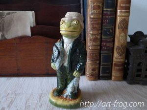 <img class='new_mark_img1' src='https://img.shop-pro.jp/img/new/icons48.gif' style='border:none;display:inline;margin:0px;padding:0px;width:auto;' />Vintage Frog Fisherman Figure by Little Acorn Pottery