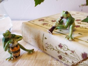 <img class='new_mark_img1' src='https://img.shop-pro.jp/img/new/icons48.gif' style='border:none;display:inline;margin:0px;padding:0px;width:auto;' />Porcelain Frog Figure from Paris