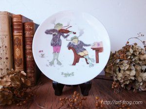Antique Frog Plate by Pirkenhammer