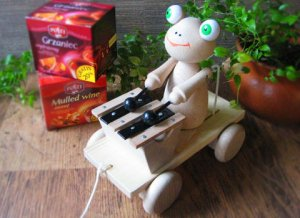 Frog Wood PullToy from Czsch