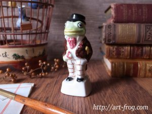 <img class='new_mark_img1' src='//img.shop-pro.jp/img/new/icons13.gif' style='border:none;display:inline;margin:0px;padding:0px;width:auto;' />Vintage Frog Figure