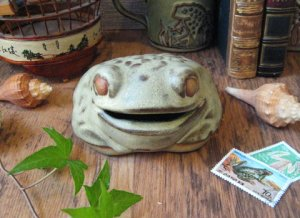 <img class='new_mark_img1' src='https://img.shop-pro.jp/img/new/icons48.gif' style='border:none;display:inline;margin:0px;padding:0px;width:auto;' />Vintage TREMAR Frog Money Bank
