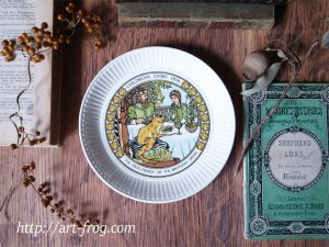 <img class='new_mark_img1' src='https://img.shop-pro.jp/img/new/icons13.gif' style='border:none;display:inline;margin:0px;padding:0px;width:auto;' />Vintage Wedgewood Children's Plate