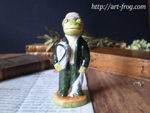 <img class='new_mark_img1' src='https://img.shop-pro.jp/img/new/icons13.gif' style='border:none;display:inline;margin:0px;padding:0px;width:auto;' />Vintage Frog Fisherman Figure by Little Acorn Pottery
