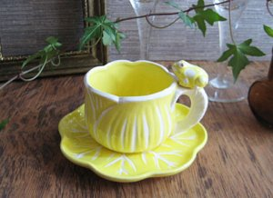 Vintage Yellow Cup&Saucer with Frog