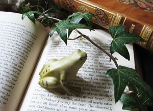 <img class='new_mark_img1' src='https://img.shop-pro.jp/img/new/icons48.gif' style='border:none;display:inline;margin:0px;padding:0px;width:auto;' />Aynsley Baby Frog Figure