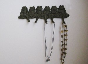 Cast Iron Frogs Key Hanger
