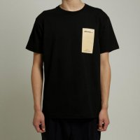 <img class='new_mark_img1' src='//img.shop-pro.jp/img/new/icons13.gif' style='border:none;display:inline;margin:0px;padding:0px;width:auto;' />dilemma / 19SS Logo Tshirt (Black)