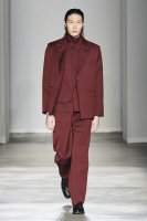 <img class='new_mark_img1' src='//img.shop-pro.jp/img/new/icons13.gif' style='border:none;display:inline;margin:0px;padding:0px;width:auto;' />JieDa / GABARDINE TAILORED JACKET (BURGUNDY)