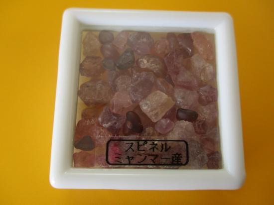 スピネル原石(ケース入り)=15