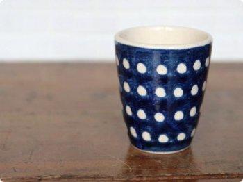 水玉のカップ