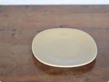 ベージュの小皿