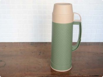 グリーンの水筒