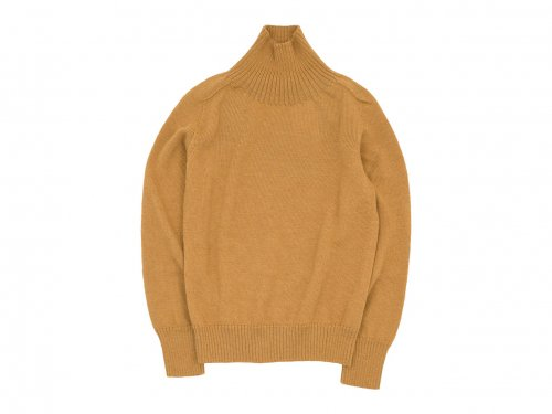 MHL. BRITISH MERINO SADDLE SLEEVE ROLL NECK KNIT 150OCHRE 〔メンズ〕