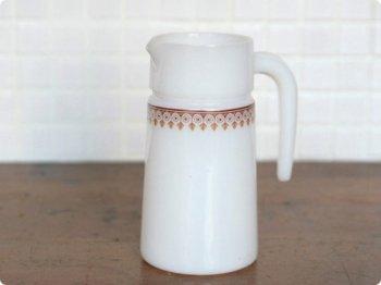 ミルクガラスのピッチャー