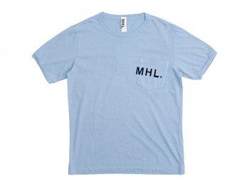 MHL. PRINTED JERSEY LOGO T 112LIGHT BLUE〔メンズ〕