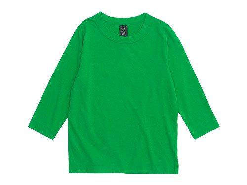 homspun ホームスパン定番天竺Tシャツ さらりとしたやわらかな天竺素材を使用した、シンプルなTシャツ。 定番の5型があり、カラー・サイズ展開が豊富です。 型崩れしにくく使い勝手の良いアイテムだけに、リピーターが多い多いのも頷けます。  キャミソールは、幅広のバインダーがそのまま肩紐になっています。 身体のラインにぴったりしすぎないシルエットです。  Tシャツは、ネックラインや裾、袖の折りが太いのもポイントです。 程よいフィット感、詰まりすぎていない首回り、すっきりとみえるシルエットです。