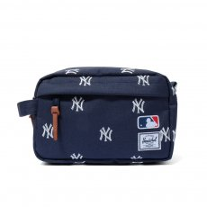HERSCHEL SUPPLY CHAPTER TRAVEL KIT (Major League Baseball®)
