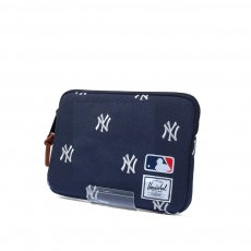 <img class='new_mark_img1' src='//img.shop-pro.jp/img/new/icons20.gif' style='border:none;display:inline;margin:0px;padding:0px;width:auto;' />HERSCHEL SUPPLY ANCHOR for I-PAD AIR (Major League Baseball&#174;)