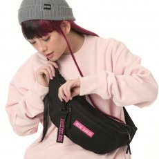 <img class='new_mark_img1' src='//img.shop-pro.jp/img/new/icons14.gif' style='border:none;display:inline;margin:0px;padding:0px;width:auto;' />【LOGO TAPE WAIST BAG】ロゴテープウエストバック(大)