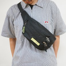 <img class='new_mark_img1' src='//img.shop-pro.jp/img/new/icons12.gif' style='border:none;display:inline;margin:0px;padding:0px;width:auto;' />【BOX LOGO WAIST BAG】ボックスロゴウエストバック