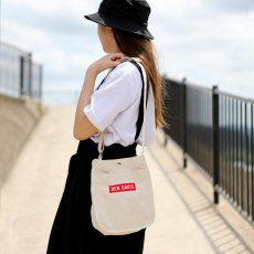 <img class='new_mark_img1' src='https://img.shop-pro.jp/img/new/icons12.gif' style='border:none;display:inline;margin:0px;padding:0px;width:auto;' />【BOX SHOULDER BAG】ボックスショルダーバック